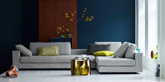 couleur bleu pétrole pour décoration salon, canapé gris et coussins vert anis
