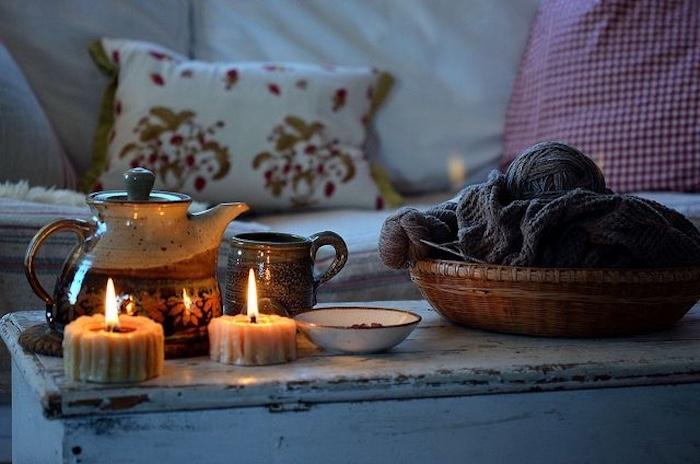 Salon style hygge déco nordique meuble nordique comfortable canapé table basse simple idée déco