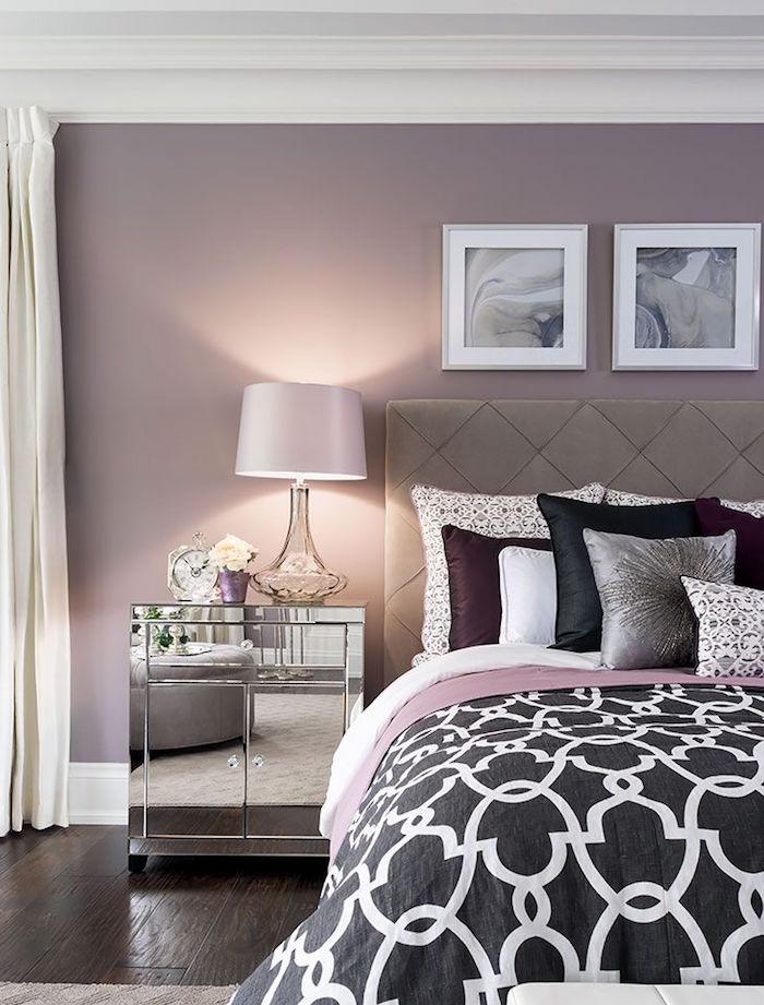 déco de chambre pour parents haut de gamme, table de chevet en métal chromée, murs de chambre couleur mauve