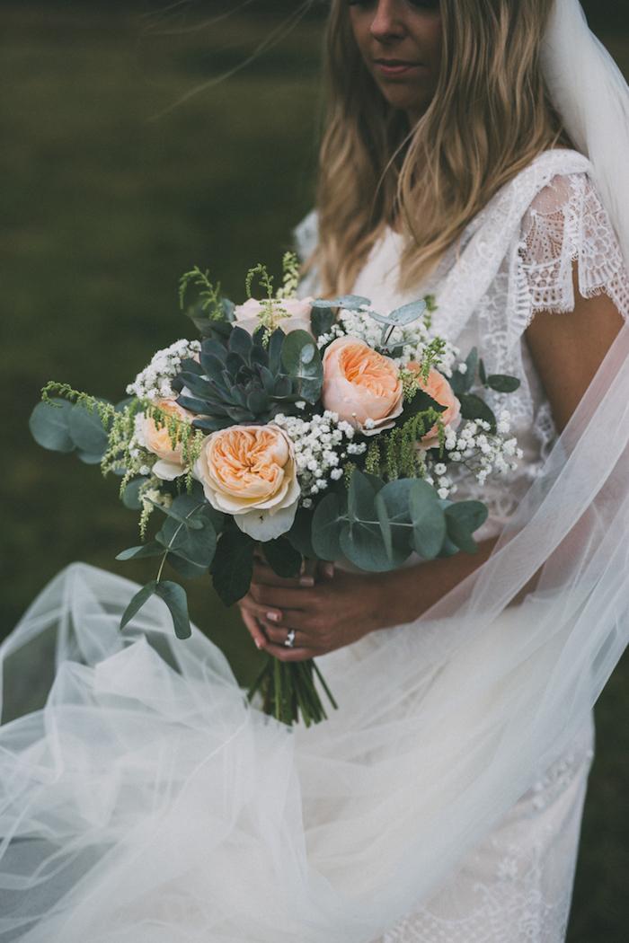 Fantastique robe de mariée simple robe boheme mariage tendance pivoines