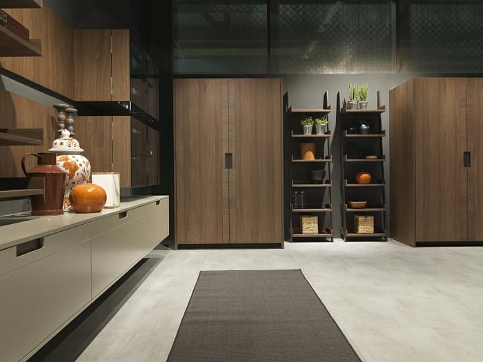 cuisine gris et bois, sol en béton ciré, placards suspendus, grandes armoires de bois