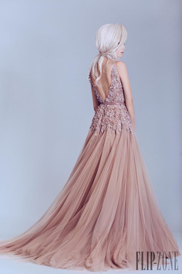 robe haute couture à design princesse avec jupe en tulle à volants avec dos en dentelle florale