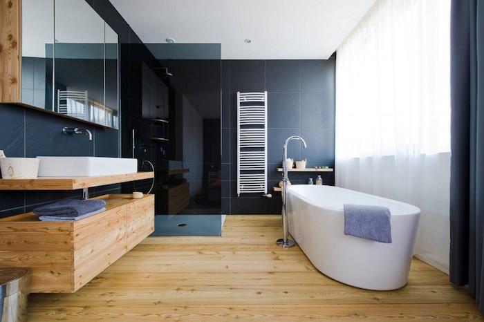 Salle d'eau grise et bois