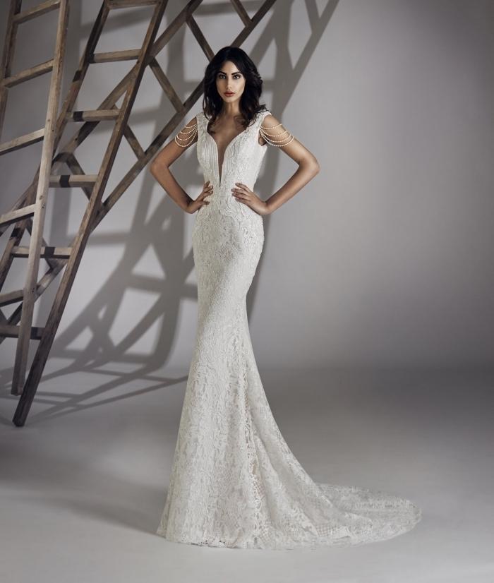 modèle spectaculaire de robe de cérémonie femme pour mariage longue avec manches courtes en perles blanches et dentelle florale