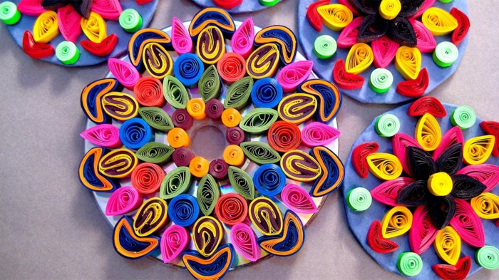 mandalas en papier cercles concentriques en plusieirs couleurs diverses