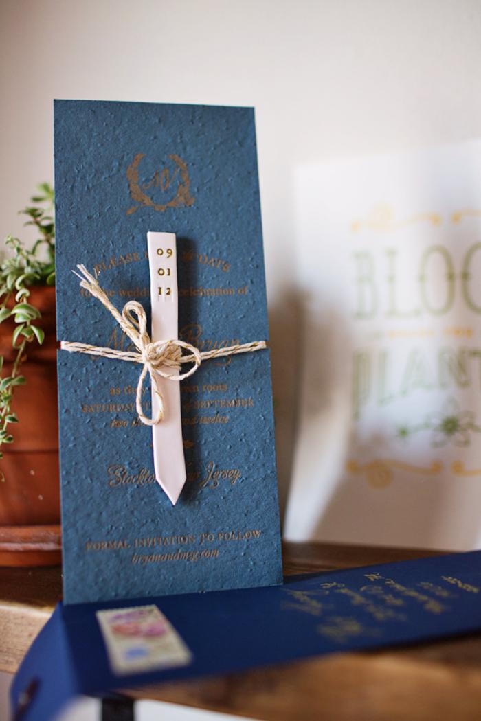 idée pour un faire part de bapteme ou de mariage en papier ensemencé fort en symbolique, accompagné d'un petit marqueur de plantes
