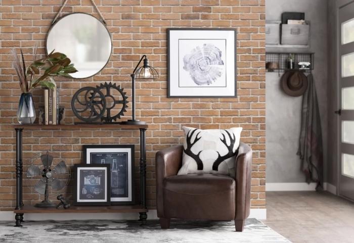 déco de salon industriel avec papier peint imitation brique et meubles de bois foncé à finition noir mate et fer forgé