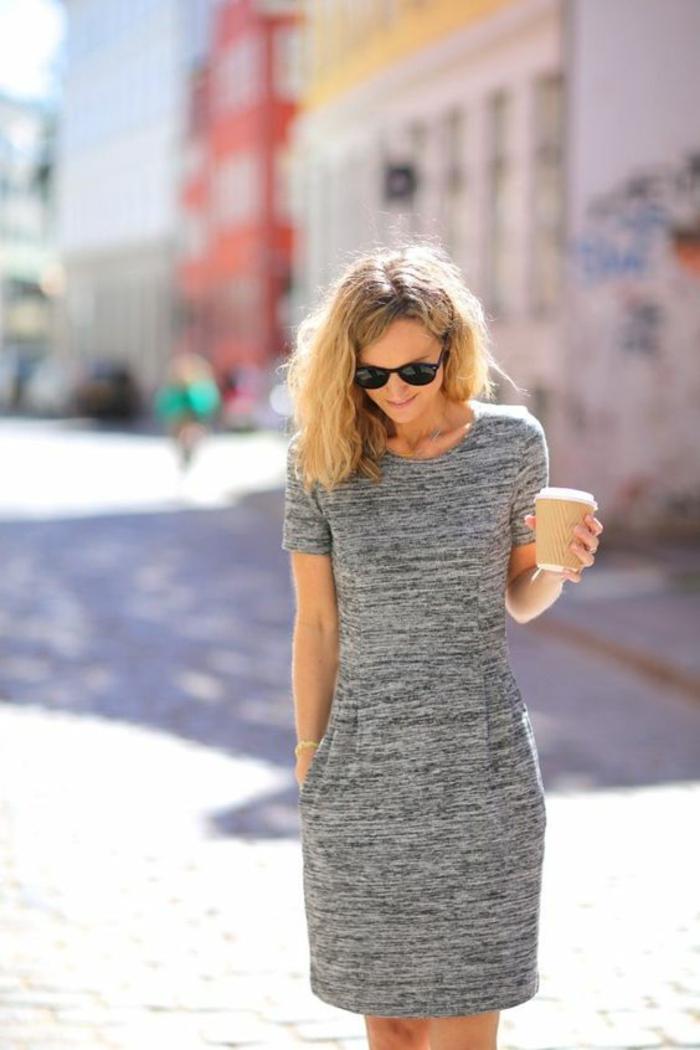 mini robe grise aux manches courtes, tenue chic, robe habillée, bien habillée, look pour une journée ensoleillée, look élégant passe-partout