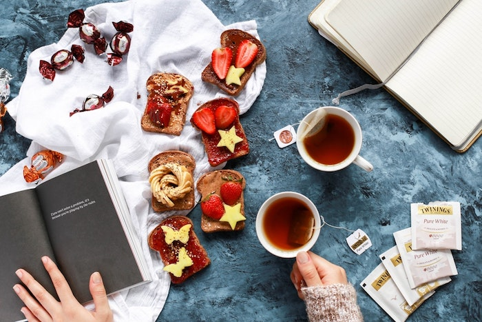 Fond d'écran pour fille ado swag image fond d'écran fille jolie option thé sweets et un livre