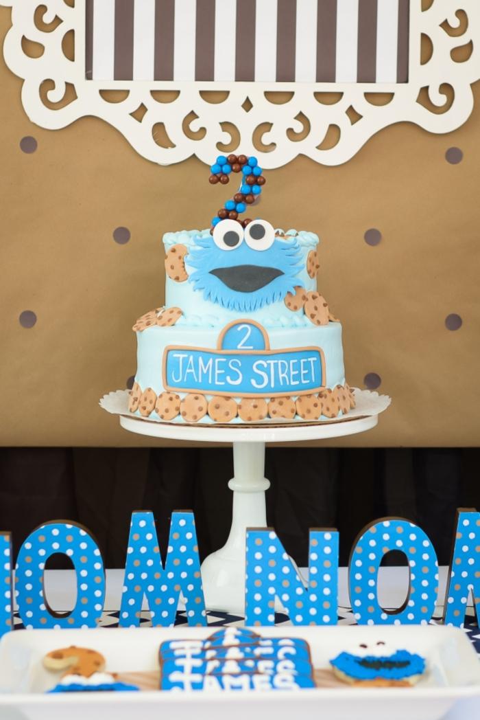 anniversaire sur thème rue sésame avec un buffet sucré et un gateau d'anniversaire personnalisé sur le thème monstre des biscuits