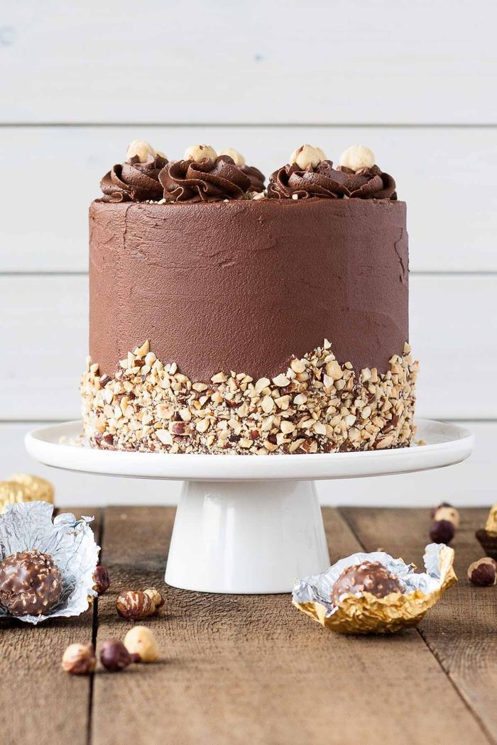 surprenez vos invités avec le fameux gateau nutella et ferrero rocher fait maison, recette de gâteau ferrero rocher avec un croustillant praliné