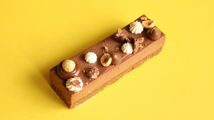 idée dessert facile et original avec du nutella, des barres de cheesecake au nutella, noisettes et fromage frais