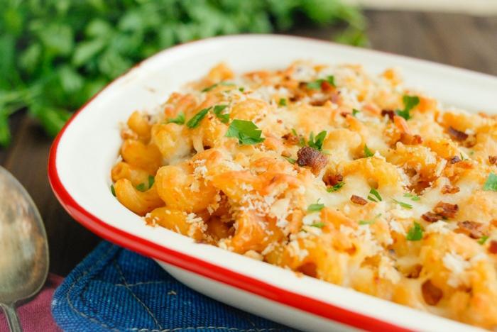 des macaronis au fromage pour un repas dietetique, un repas minceur, plat au four pour une soirée en famille, gourmandise pasta