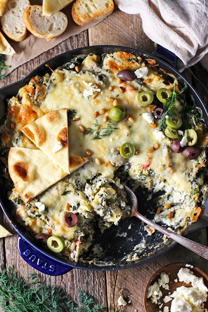 recette minceur, repas du soir léger, fondue aux olives vertes, tacos, baguette découpée en pieces, plat parsemé d'aneth, repas dietetique