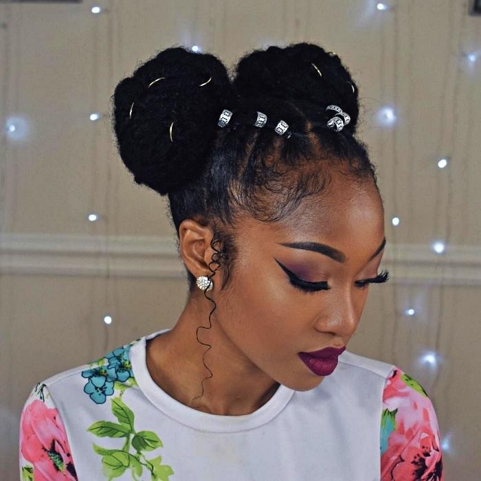 coiffure afro space buns avec nattes collées, modele tresse africaine collées avec perles, coiffure afro cheveux naturels