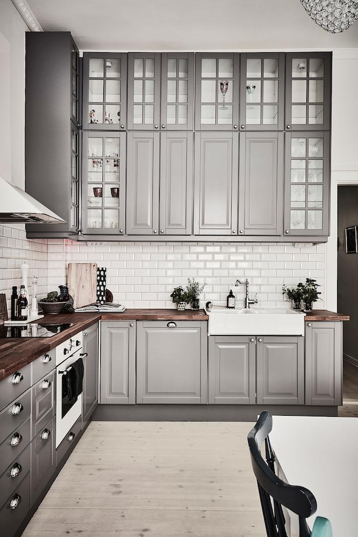 deco cuisine gris et blanc, faience cuisine blanche, meubles de cuisine gris mat