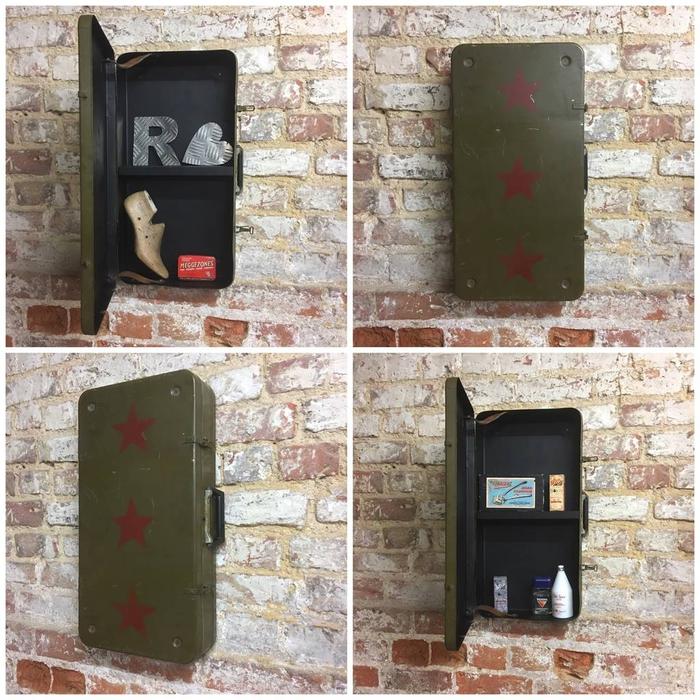 une deco sdb originale d esprit récup avec une vieille valise transformée en étagère murale au look militaire