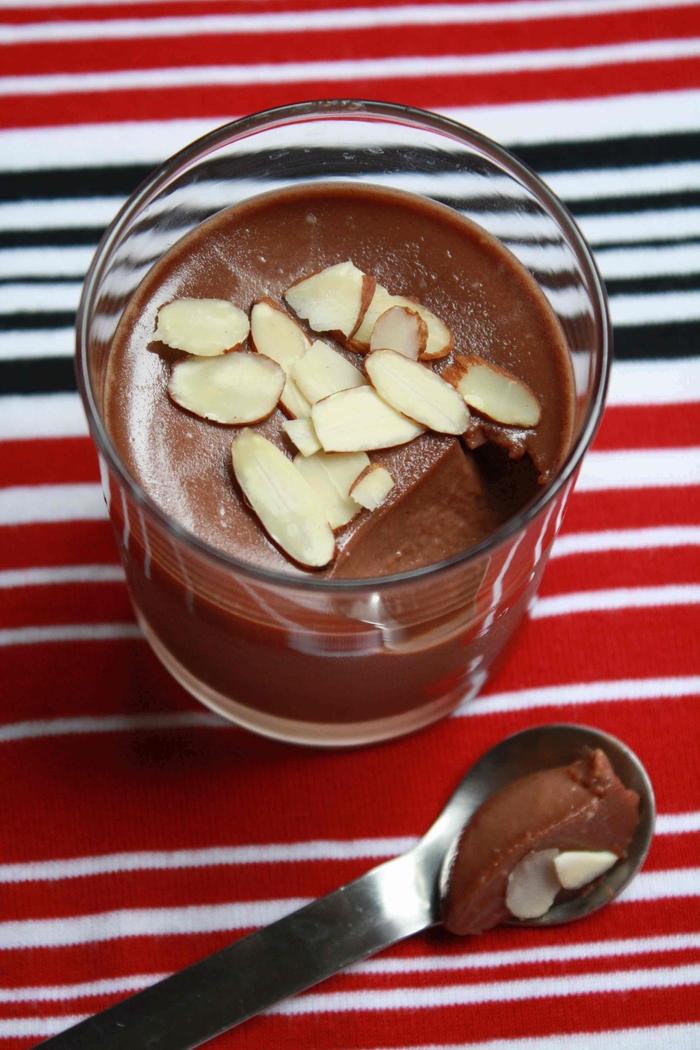 idée dessert facile et rapide en verrine de mousse au nutella et aux amandes effilées