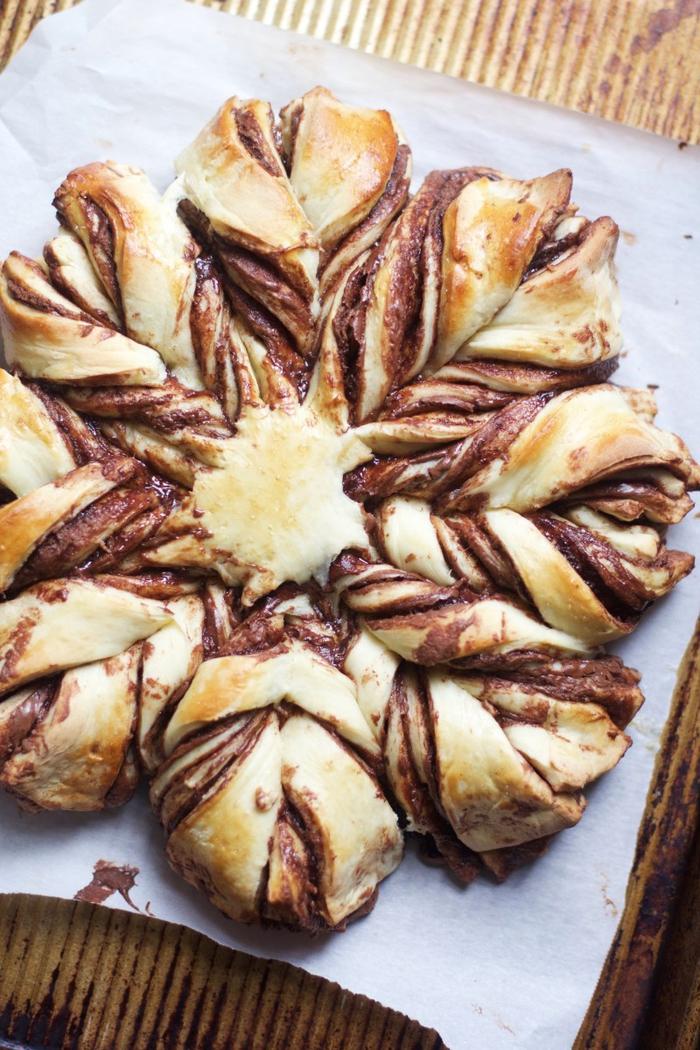 recette originale pour une viennoiserie au chocolat faite maison façon brioche en forme d'étoile au nutella