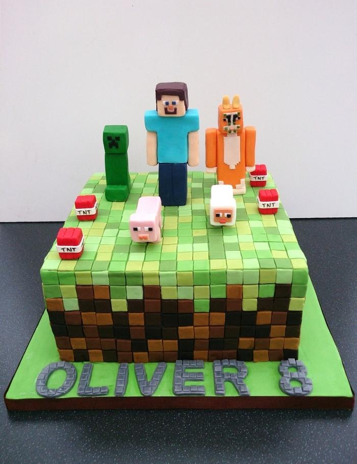 joli gateau d'anniversaire personnalisé sur le thème minecraft recouvert de tas de pixels en pâte à sucre