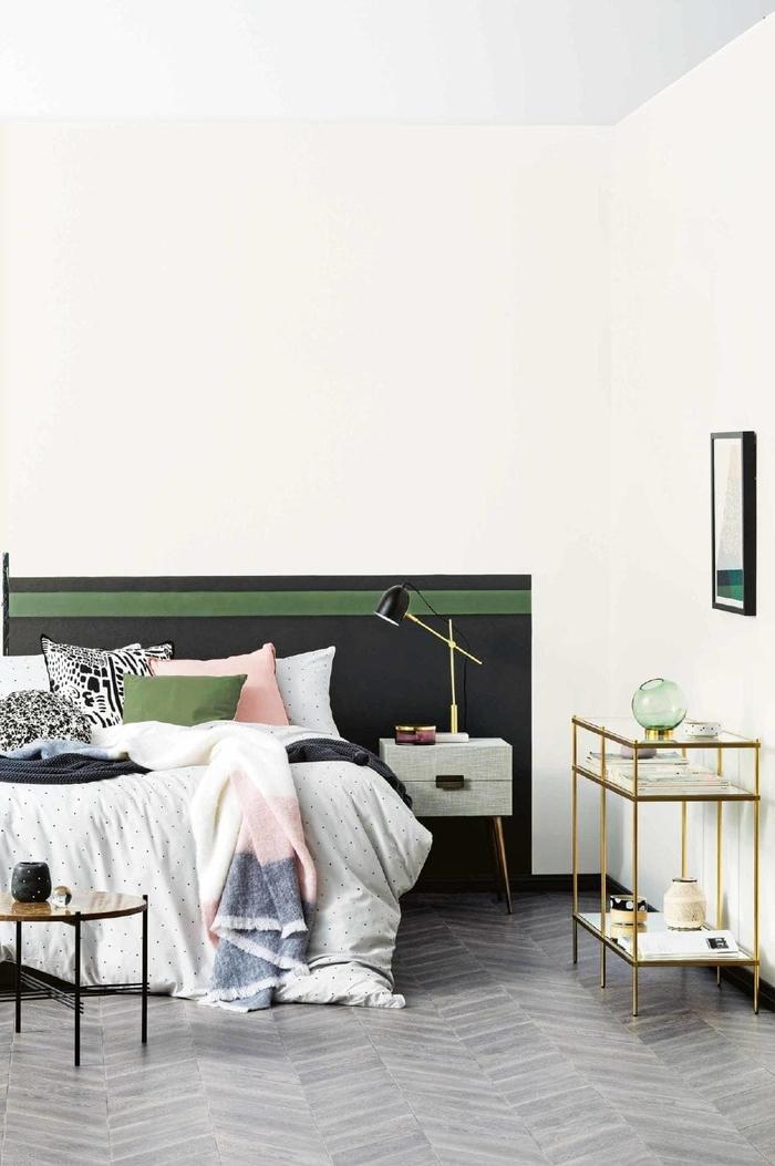 dynamisez l'espace de la chambre a coucher moderne grâce à un bas de mur peint en noir et gris