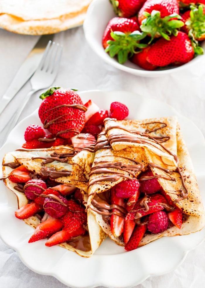 recette nutella de crêpes au chocolat et aux fraises pour un brunch gourmand entre amis