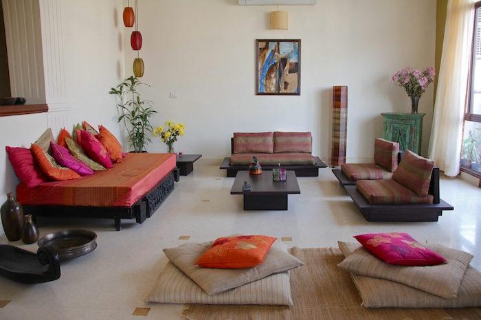 mobilier ethnique pour décoration de salon, coussins de sol type oriental pour deco bobo chic