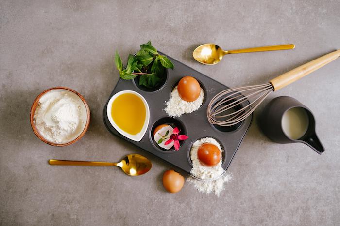 ingredients necessaires pour faire yorkshire pudding maison idée pâte à pain au lait et topping pain sucré au chocolat et sucre glace