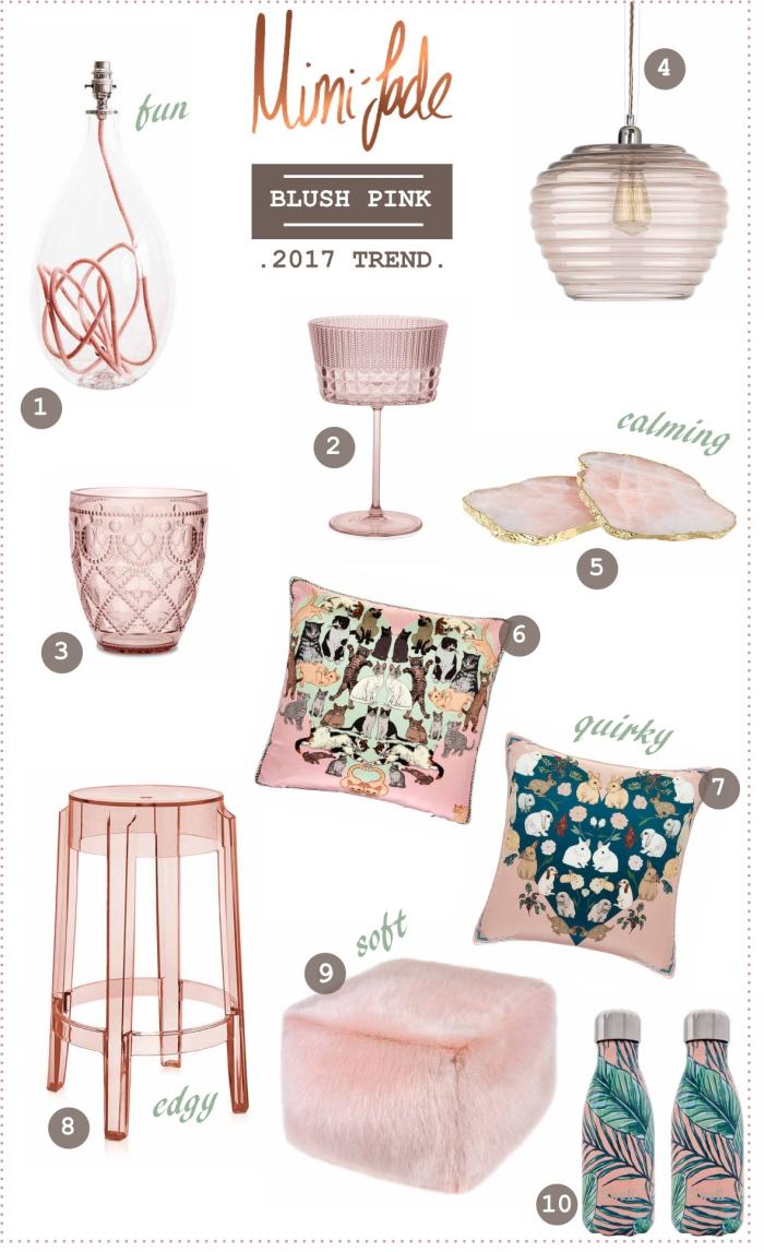 objets décoratifs pour une chambre rose pale, coussin et pouf en faux fur de couleur pastel à combiner avec objets en cuivre