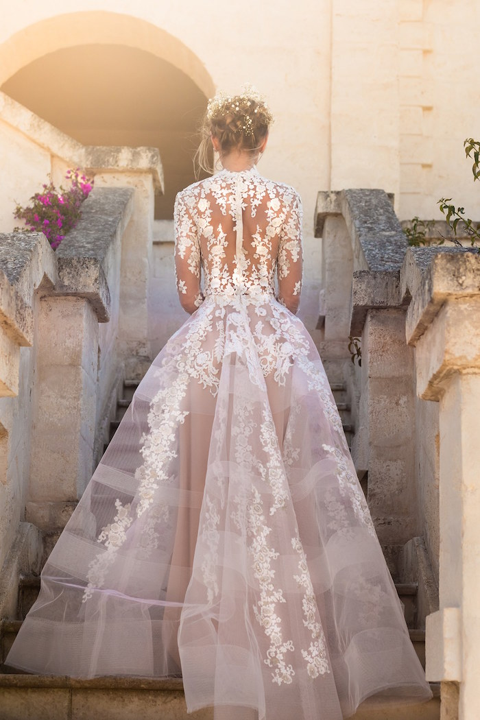 robe de mariée en dentelle longue avec dos nu et manches longues et transparence