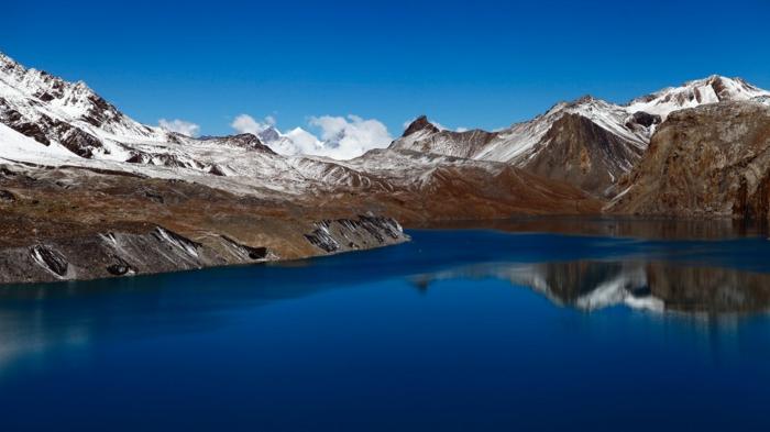 beau paysage, paysage paradisiaque, eaux bleues, montagnes en neige, nuages blancs, Alpes suisses, jolie paysage