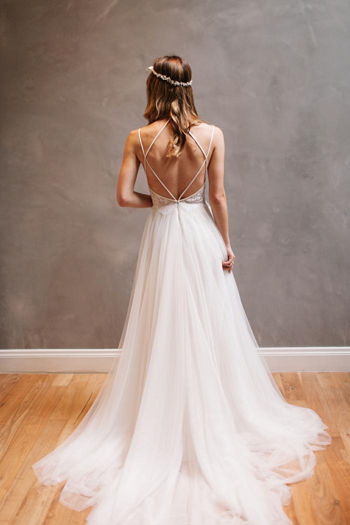 robe mariage champetre, mariée avec une robe longue jupe fluide, lacets croisés au dos