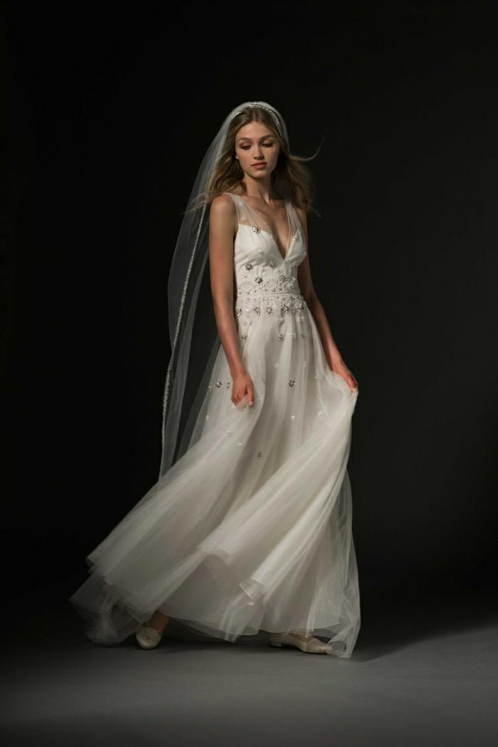tenue champetre, robe longue, longue voile, bustier, ornements brillants