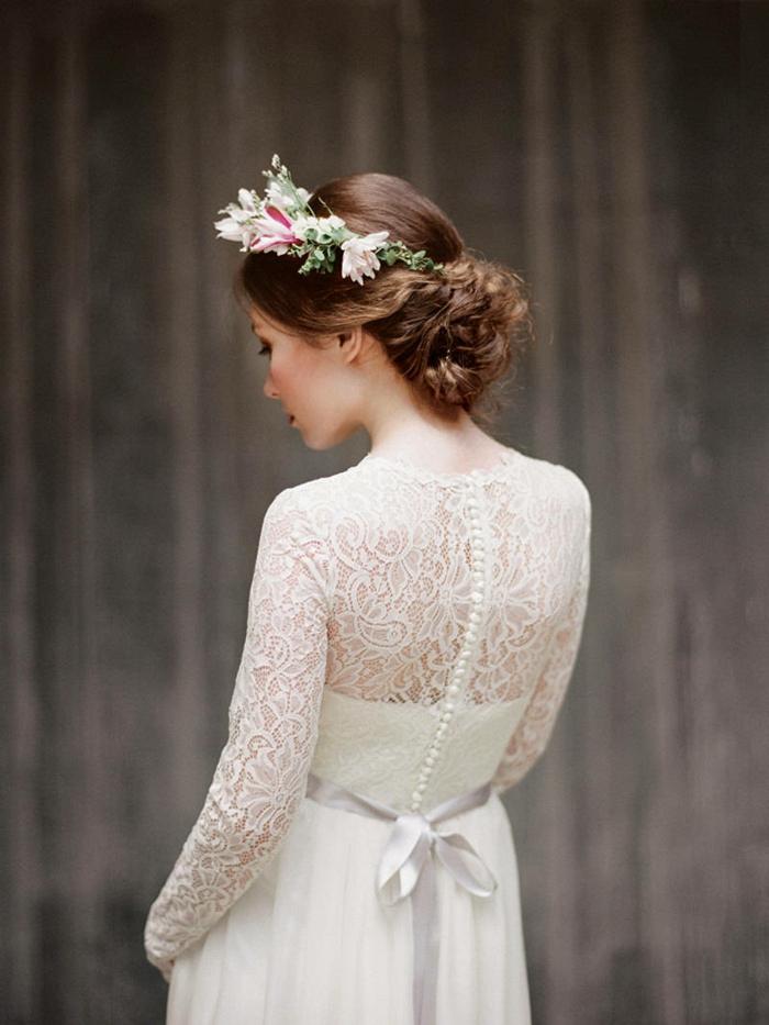mariage style boho rustique, couronne de fleurs, dos en dentelle, ceinture