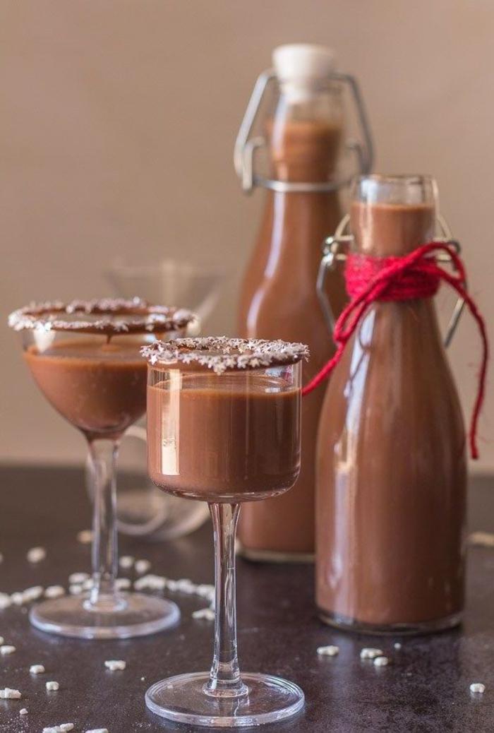 idée originale pour une boisson de noël faite maison, recette au nutella de liqueur crémeuse au chocolat, lait et vodka