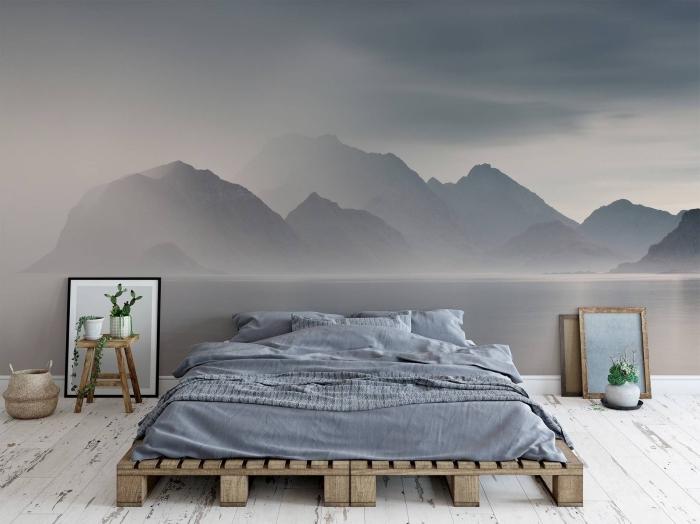 aménagement de chambre a coucher parentale avec meubles de bois et palette, déco murale en papier peint paysage naturel