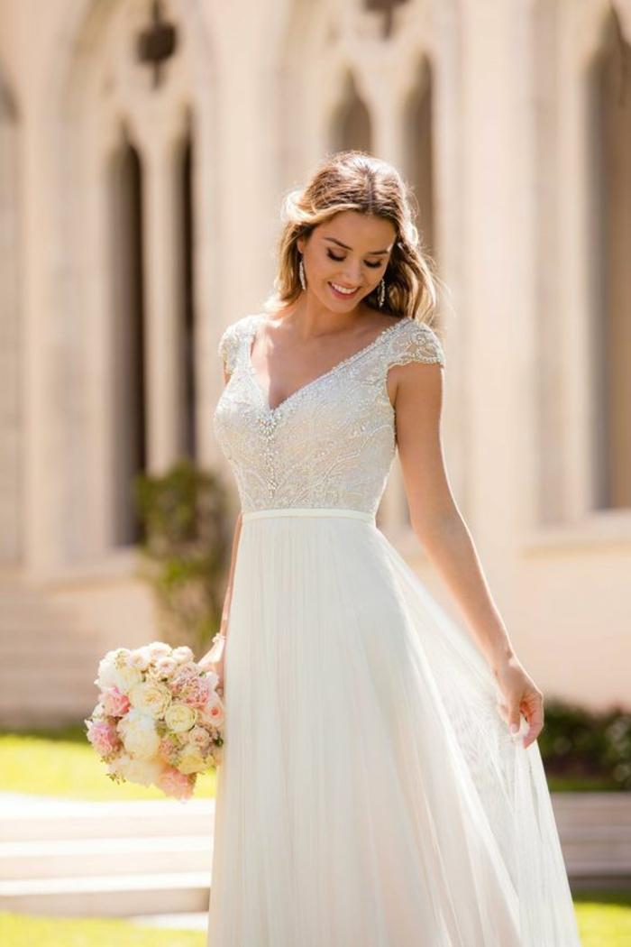 tenue champetre, robe de mariage civil chic, bouquet en rose et blanc, taille haute