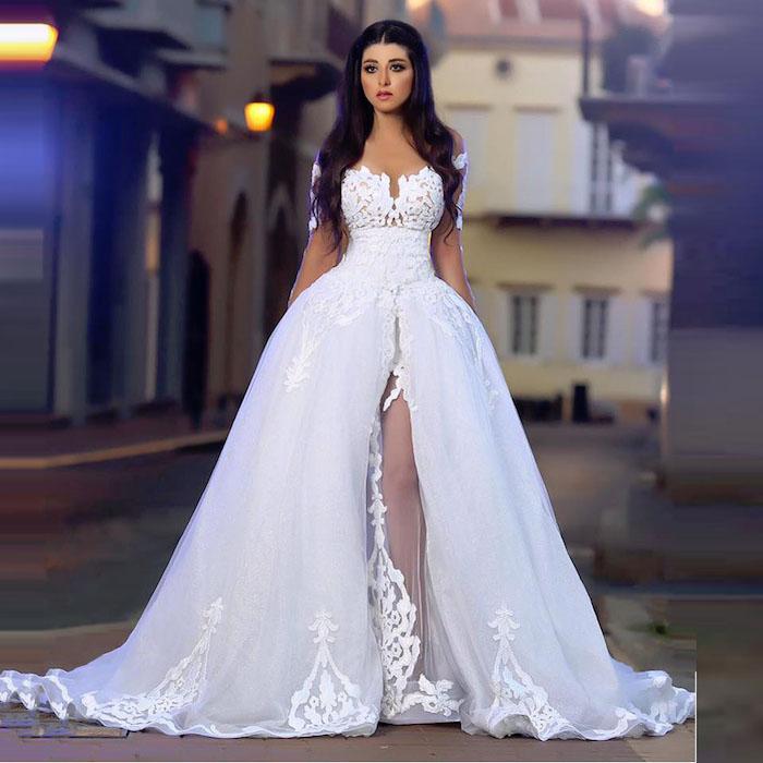 grande robe de mariée orientale pas cher blanche, modele tenue mariage grandiose