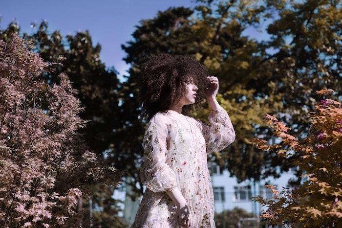 Meche femme coupe de cheveux afro coiffure afro fille