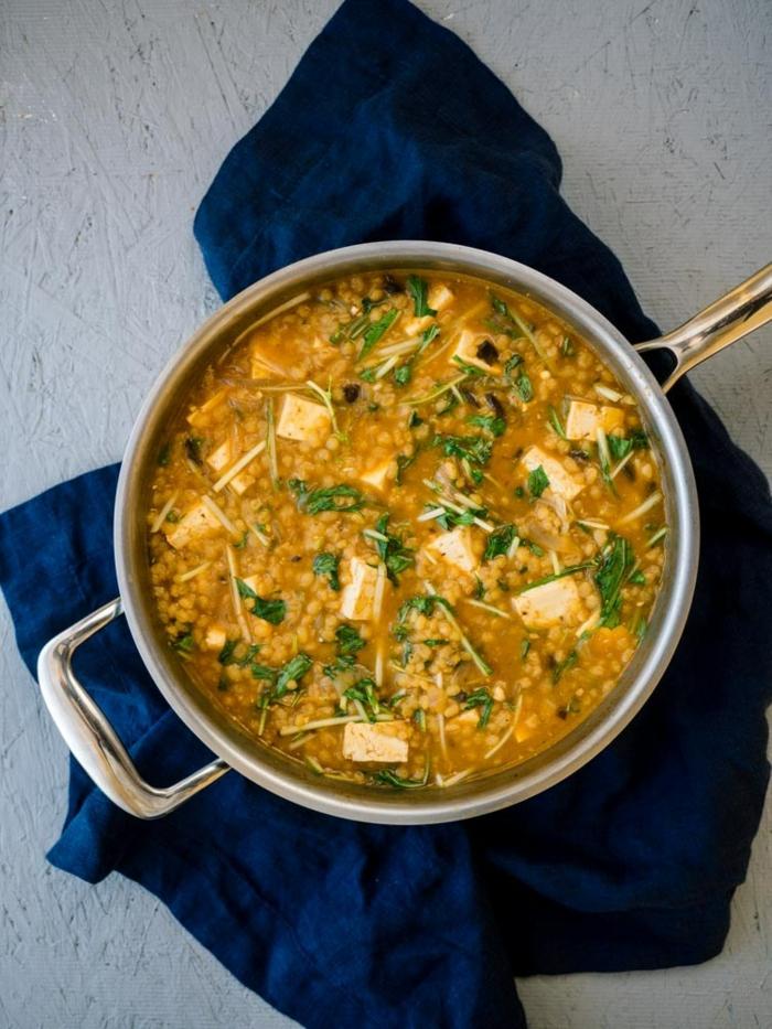 soupe aux lentilles et aux légumes, repas dietetique, repas du soir léger, menu de la semaine, recette pour avoir la top forme