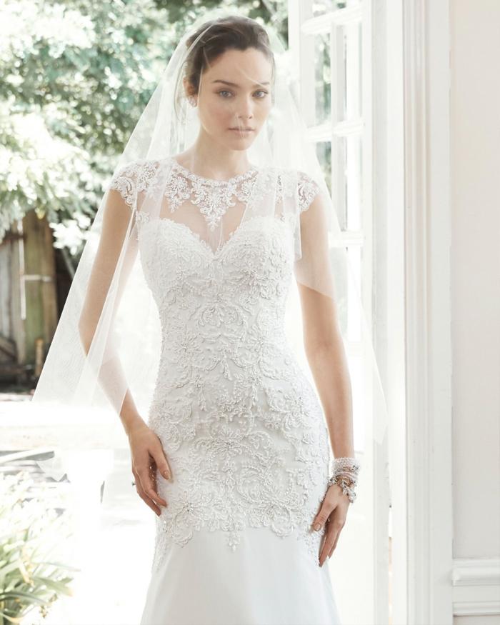 robe de mariée originale, voile attaché aux cheveux, dentelle 3d, robe avec une jupe collée
