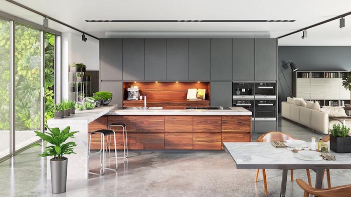 peinture murale pour salon gris, cuisine américaine ouverte avec meuble encastré gris et ilot en bois