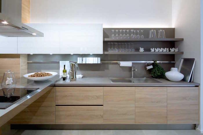modele de cuisine en bois moderne, étagere murale design grise pour cuisine