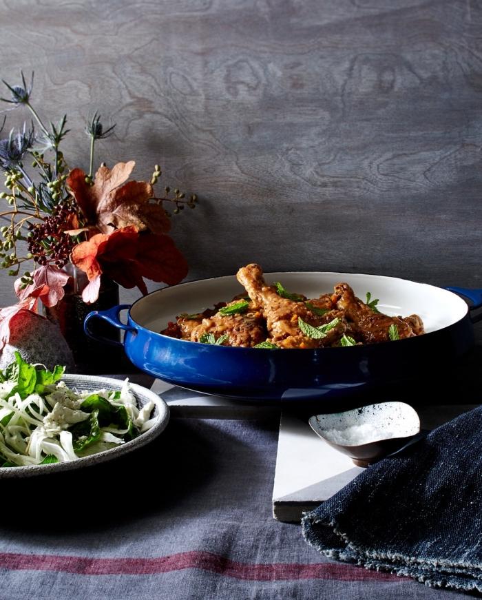 idee repas soir à la base de boulet, cuisses de poulet au four avec sauce soya et au miel garnis de citron vert et herbes