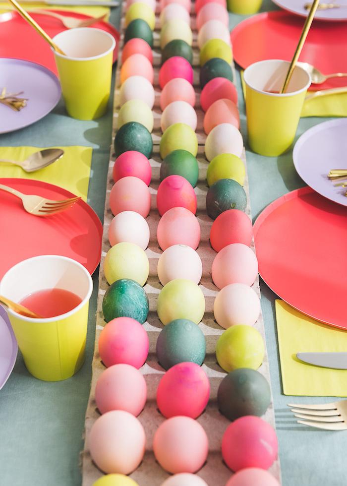 Activités manuelles paques colorer des oeufs de paques idée facile déco