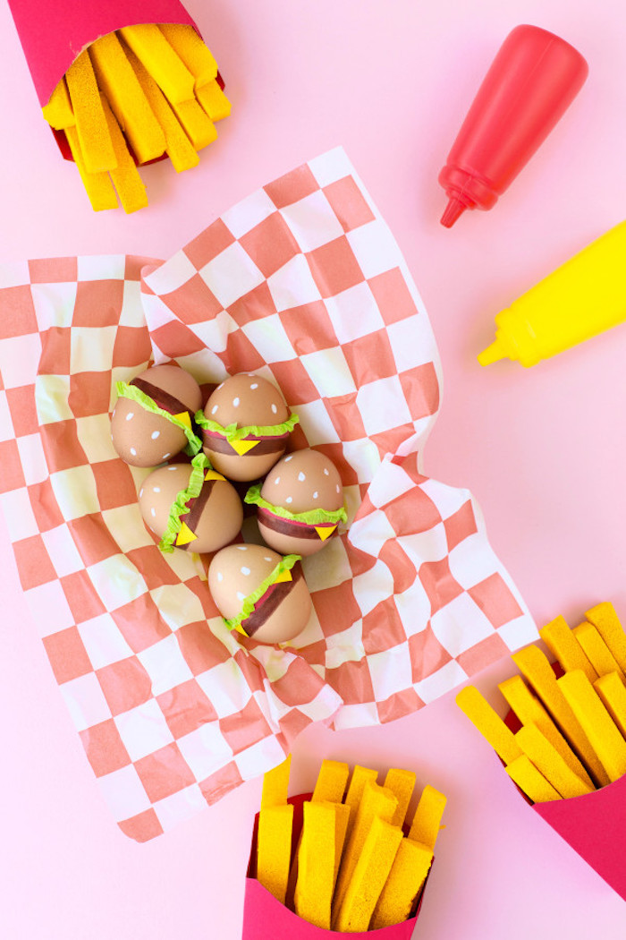 Decoration paques facile oeufs colorés comme burgers activités manuelles paques