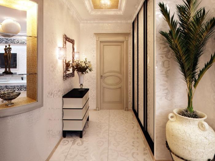 rêvetement des murs du couloir en papier peint blanc et argent avec plafond de déco en plâtre et meubles en blanc et noir