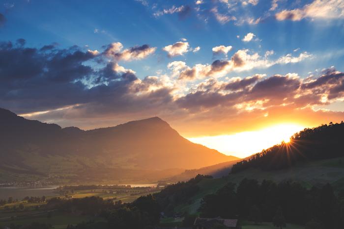 Beau fond d'écran paysage fond ecran printemps coucher de soleil à la montagne fond d'écran stylé fille tendance
