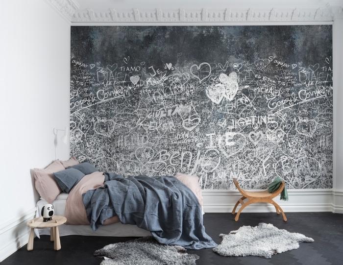 jolie chambre à coucher aux murs et plafond blanc avec plancher gris anthracite et déco en peinture ardoise