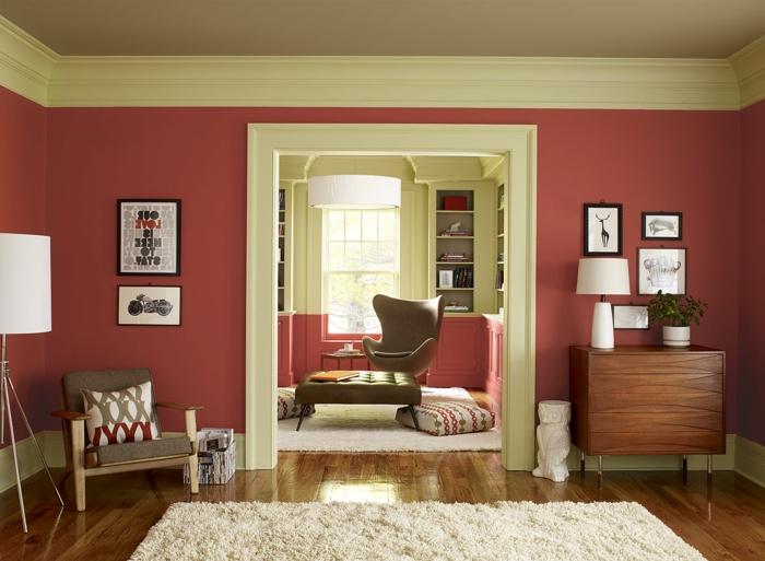tapis blanc, mur couleur marsala, commode vintage, sol en bois, chaise oeuf